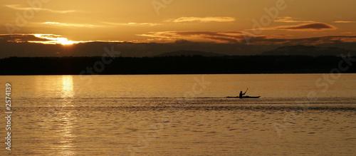 Valokuva  sunset kayaker wide