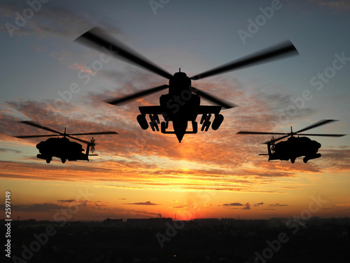 Foto  silhouette of helicopter