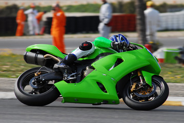 motocykl na torze