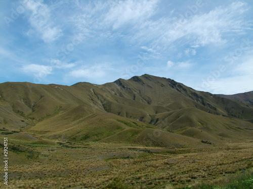 Photo  vast barren hills