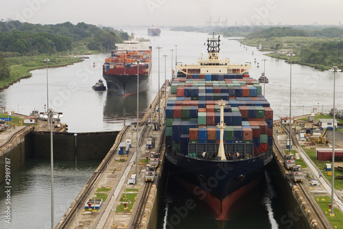 Fotografie, Obraz  cargo ship in panama canal