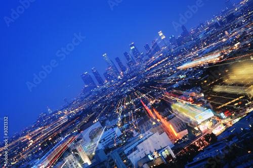 Foto op Plexiglas Donkerblauw downtown los angeles at twilight. zoom in