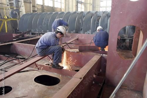 A worker is welding steel Canvas-taulu