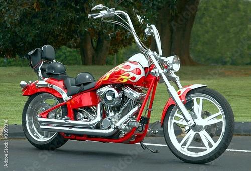 czerwony-motocykl-chopper