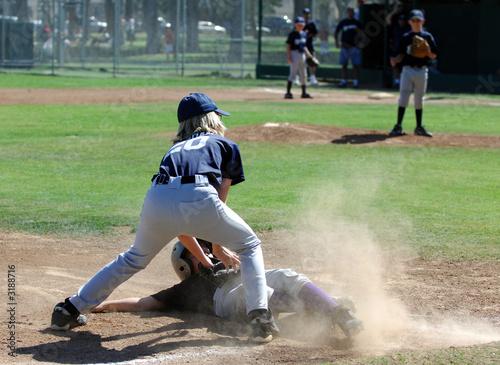 Fotografie, Obraz  baseball - tag at third base