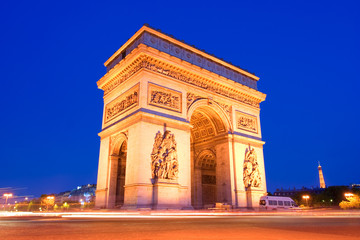 Fototapeta na wymiar l'arc the triumph in paris at night