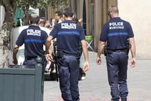 Policiers De Dos