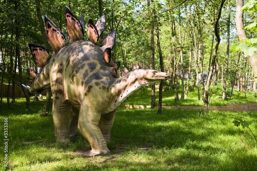 Naklejka premium uzbrojony stegosaurus