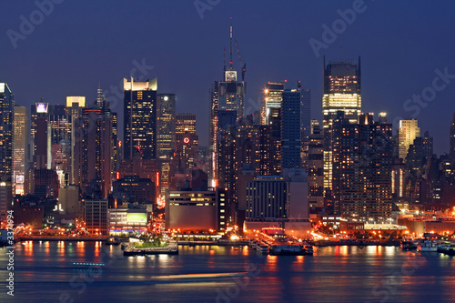 Poster New York manhattan mid-town skyline at night
