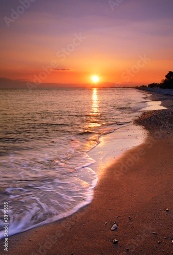 Foto-Leinwand - deserted beach at sunset (von Andreas Karelias)