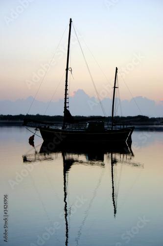 Foto auf AluDibond Pier clipper before dawn