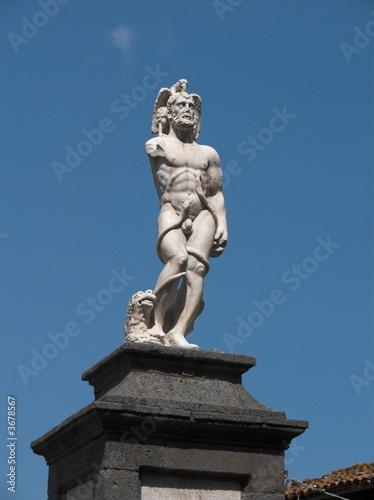 Fényképezés  Randazzo Vecchio statua gigante Piracmone