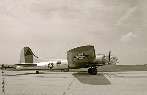 Obraz na plátně  Faded photo of B-17 Flying Fortress