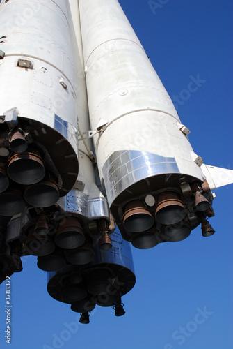 Fotografie, Obraz  Pohled na rakety z níže