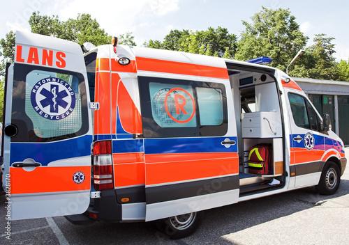 Photo sur Toile Pixel opened ambulance