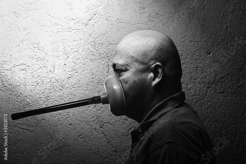 Fotografie, Obraz  a man silenced with a toilet plunger