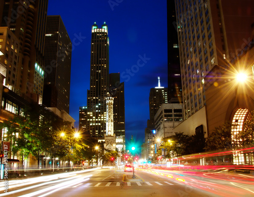 Foto op Canvas Chicago Michigan Ave in downtown Chicago at night.