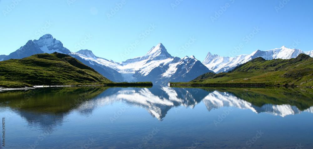 Fototapeta reflets des sommets dans un lac