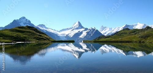 Canvastavla reflets des sommets dans un lac