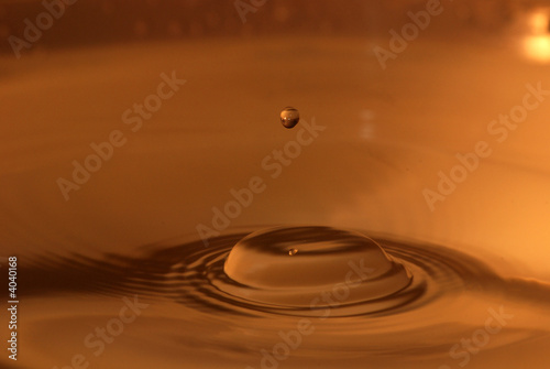 Fototapety, obrazy: Bouncing water droplet on the water surface