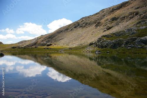 Lac et son reflet #4088713