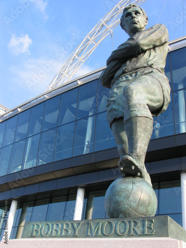 Photo Bobby Moore Statue and Wembly Arch