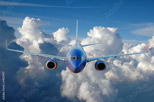 Fototapeta premium Komercyjny samolot w locie