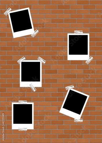 Photo Polaroid su un muro
