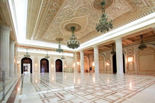 Fotografie, Obraz Salle blanche du Palais de Parlement à Bucarest, Roumanie.