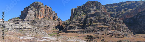 Rocky wild mountains, Isalo park, Madagascar, Panoramique #4388344