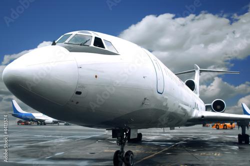 Türaufkleber Flugzeug flying after rain