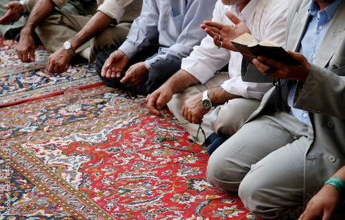 Lamenting muslims in mosque Fototapet