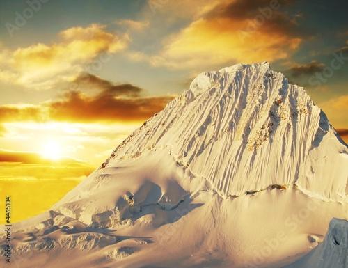 Photo Stands Melon Alpamayo peak on sunset