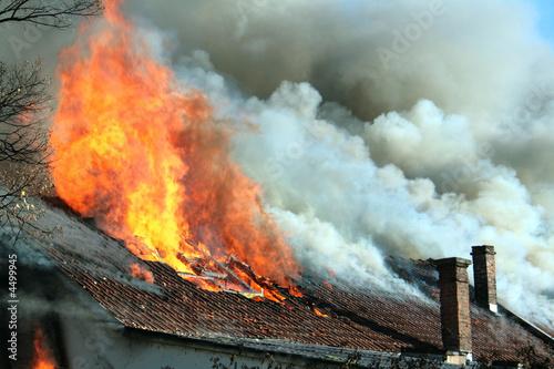 In de dag Vuur Roof on fire