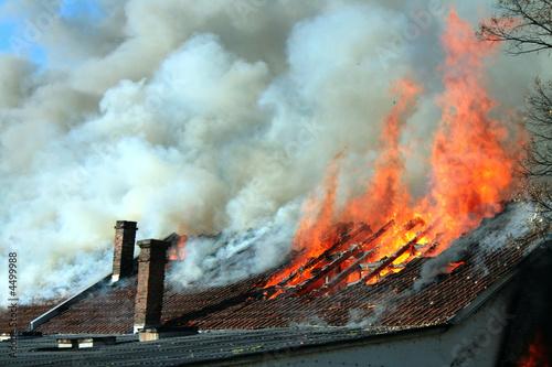 In de dag Vuur Burning house
