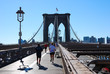 Leinwanddruck Bild Brooklyn Bridge Joggers enjoying the morning