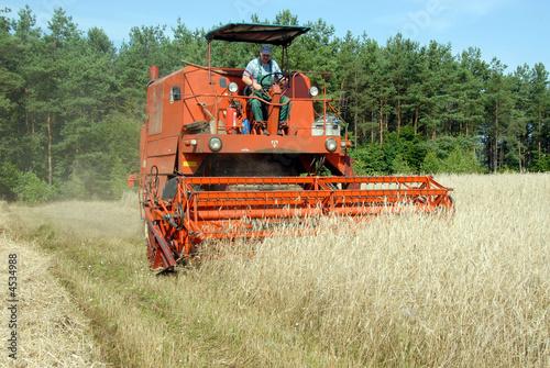 Photo  combine harvester
