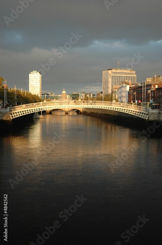 Photo  Dublin's Ha'Penny Bridge