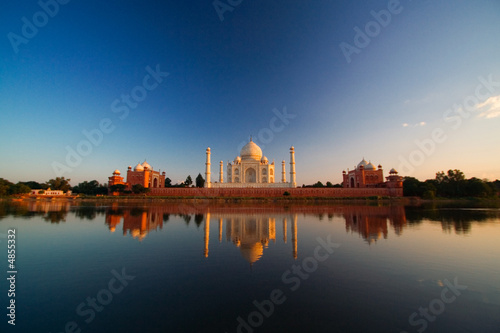 Cadres-photo bureau Delhi Taj Mahal reflected in river