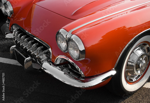 Poster Rouge, noir, blanc Classic red American sports car with chrome trim