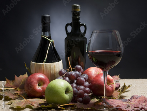 Wine and Grapes - 4903519