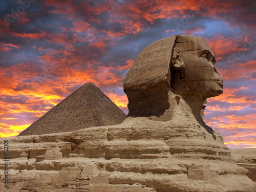 Tuinposter Egypte Pyramid and Sphinx at Giza, Cairo