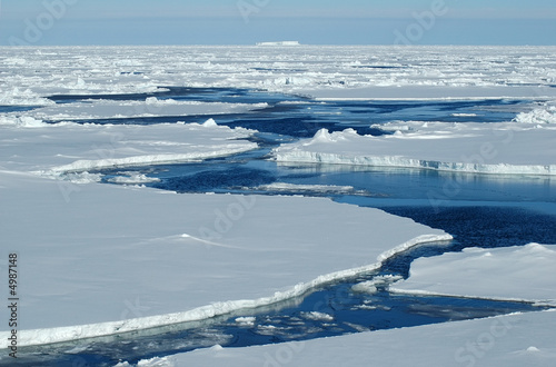 Spoed Foto op Canvas Antarctica Open water with pack ice