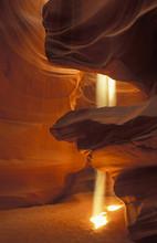 Sunbeams Upper Antelope Slot Canyon