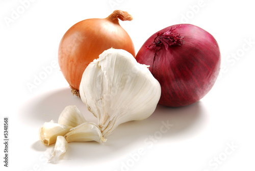 Fotografie, Obraz  Yellow and red onions and garlic on white