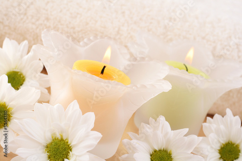 Fototapety, obrazy: candles and daisy flowers - beauty treatment