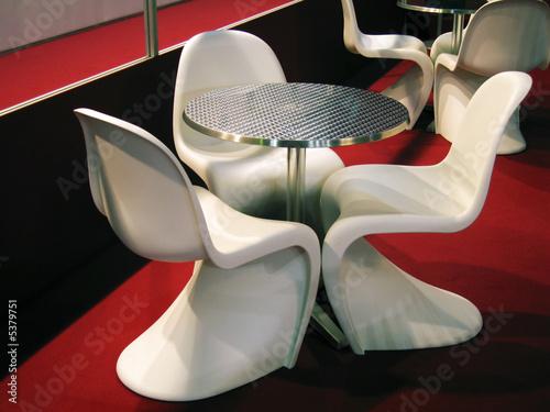 Stock Sedie In Plastica.Tavolo In Alluminio Con Sedie Di Plastica Bianca Buy This Stock