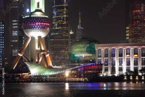 Obraz na plátně  Shangahai with its spectacular evening skyline