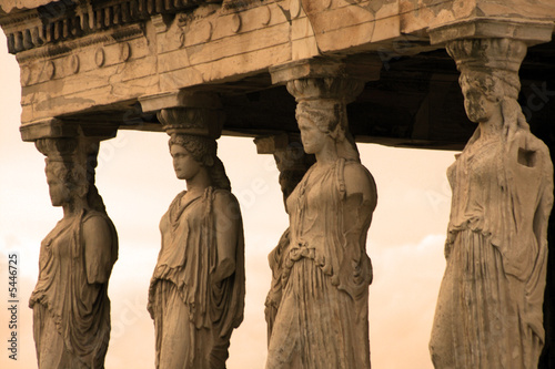 In de dag Athene Athens, Greece - Caryatids, sculpted female figures