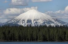 Volcanic Mount McLoughlin In S...